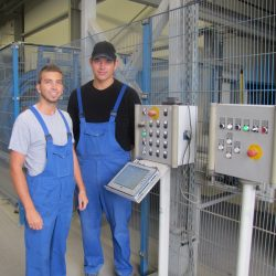 Nicolai Buehler und Daniel Javor im Werk der Kronimus AG Betonsteinwerke