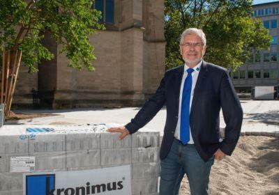 Kronimus_An der Baustelle_News Photoment_400px